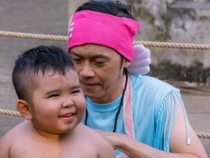 Video phim: Hoài Linh dạy Ku Tin tập võ