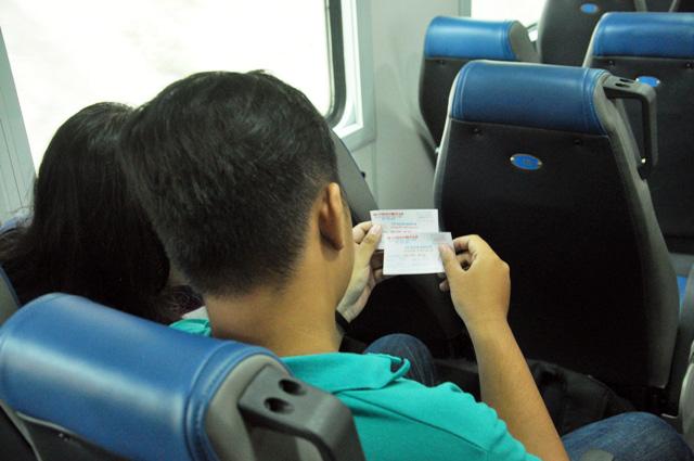 """Người Sài Gòn """"mê mẩn"""" tàu nội đô 10.000 đồng - 7"""
