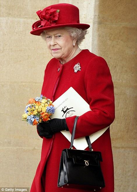 Nữ hoàng Anh thích diện 7 sắc cầu vồng - 2