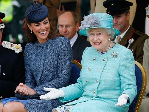 Nữ hoàng Anh thích diện 7 sắc cầu vồng - 9