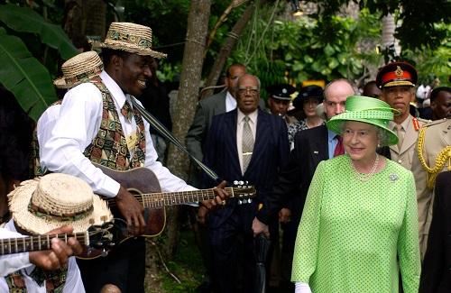 Nữ hoàng Anh thích diện 7 sắc cầu vồng - 11
