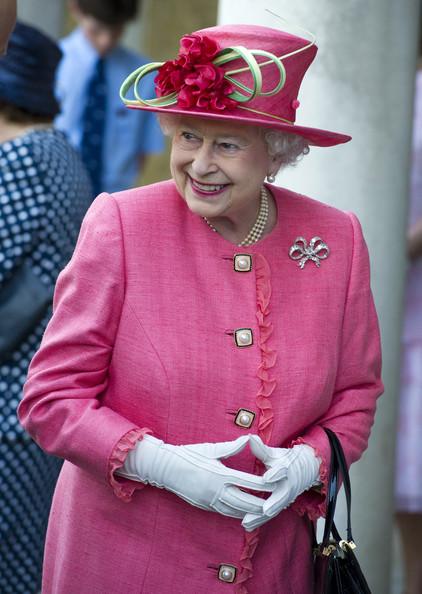 Nữ hoàng Anh thích diện 7 sắc cầu vồng - 12