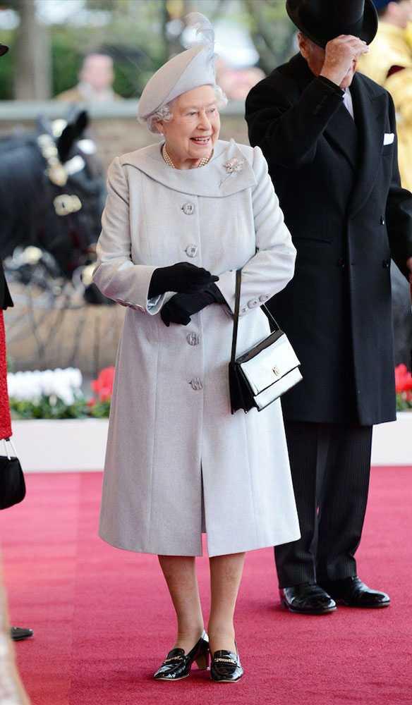Nữ hoàng Anh thích diện 7 sắc cầu vồng - 13