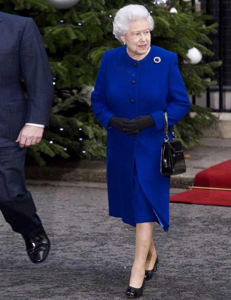 Nữ hoàng Anh thích diện 7 sắc cầu vồng - 14
