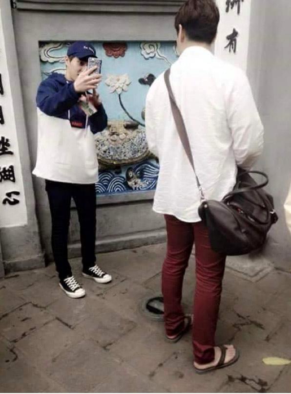 Sao Hàn thăm Hà Nội bị fan rình rập đến hoảng loạn - 3