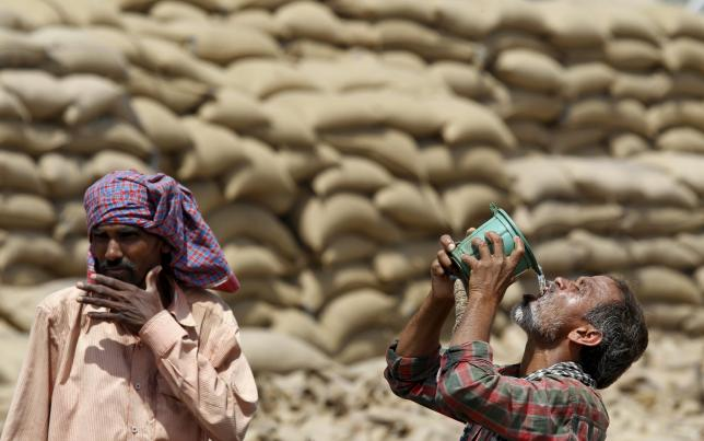 Nắng nóng khủng khiếp ở Ấn Độ, hơn 100 người thiệt mạng - 1