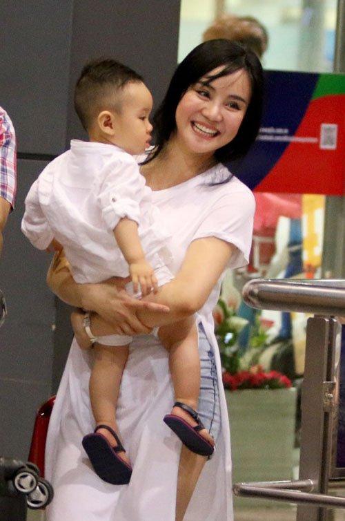 Vy Oanh lần đầu đưa con trai về Việt Nam - 1
