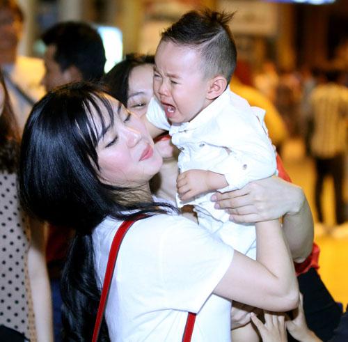 Vy Oanh lần đầu đưa con trai về Việt Nam - 8
