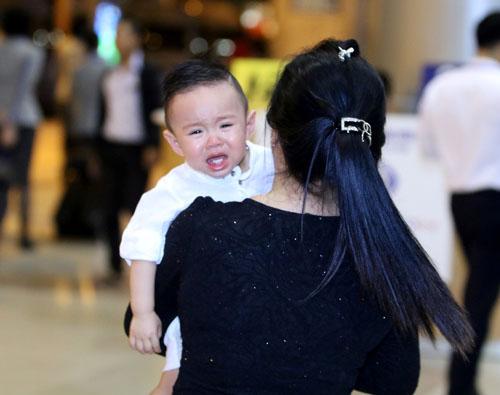 Vy Oanh lần đầu đưa con trai về Việt Nam - 7