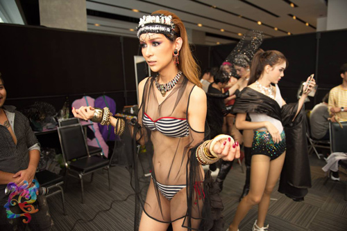 Hậu trường bikini đẹp bất ngờ ở Hoa hậu Chuyển giới - 4