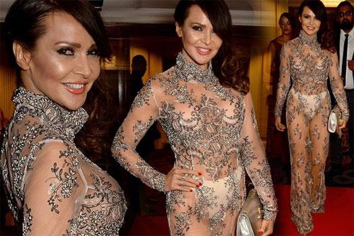 """Nội y """"độc"""" giúp người đẹp Anh mặc váy hở 90% cơ thể - 2"""