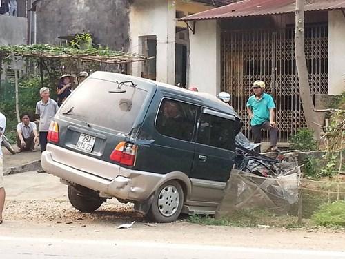 Xe con biến dạng kỳ dị sau cú đấu đầu xe tải - 3