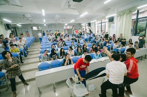 Trò chơi độc lạ giúp học sinh giảm nỗi lo thi đại học - 2