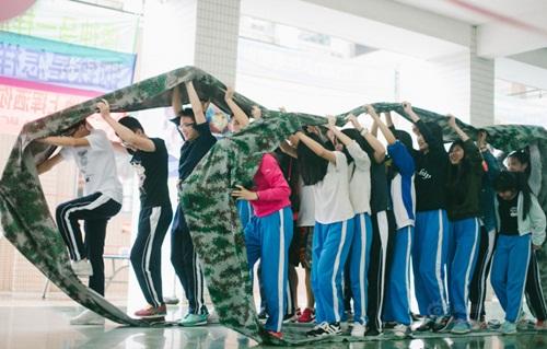 Trò chơi độc lạ giúp học sinh giảm nỗi lo thi đại học - 4