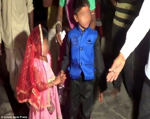 """Ấn Độ: Sốc với đám cưới """"cô dâu"""" 5 tuổi, """"chú rể"""" 11 tuổi - 2"""