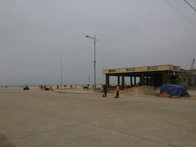 """Dân điêu đứng vì """"biển chết"""" bất thường - 6"""