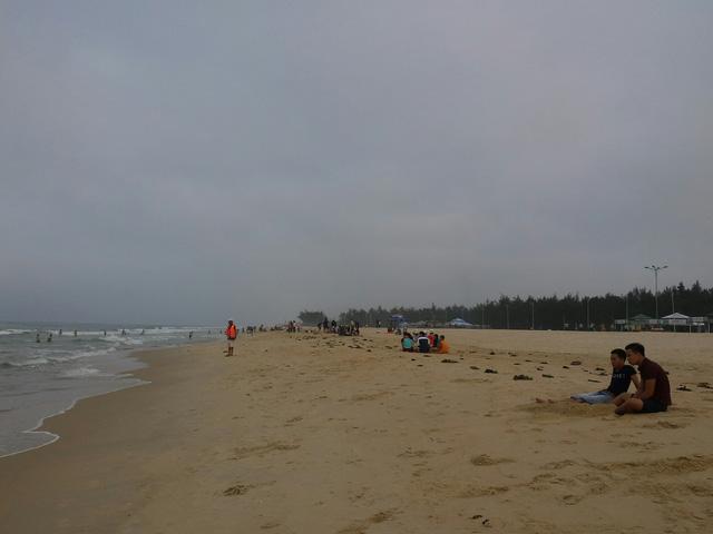 """Dân điêu đứng vì """"biển chết"""" bất thường - 8"""