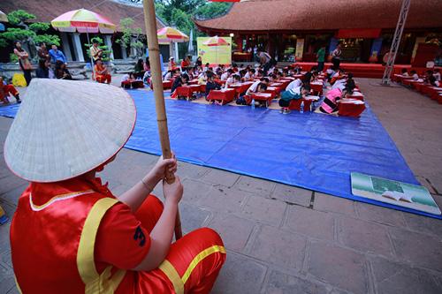 Sĩ tử nhí lều chõng đội mưa đi thi Trạng nguyên - 4