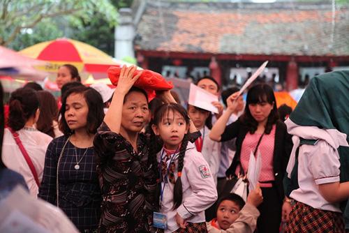 Sĩ tử nhí lều chõng đội mưa đi thi Trạng nguyên - 8