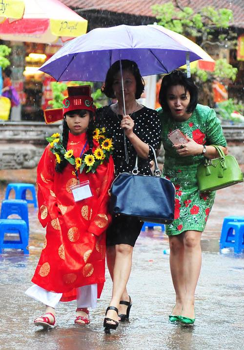 Sĩ tử nhí lều chõng đội mưa đi thi Trạng nguyên - 11
