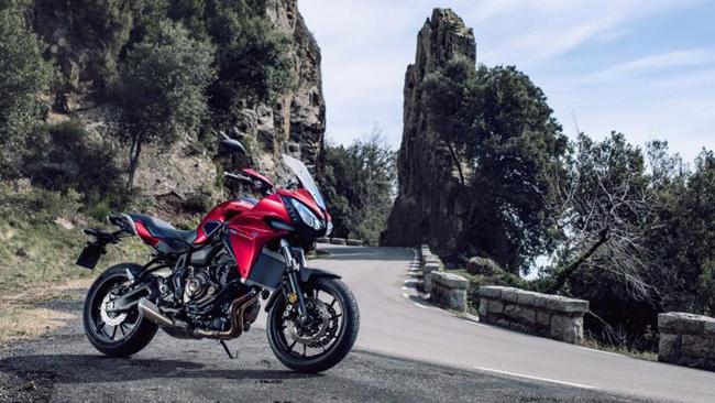 Hãng xe Nhật Bản vừa ra mắt mẫu xe thể thao đường trường Yamaha Tracer 700 2016 dành cho thị trường châu Âu, và sẽ có mặt tại các showroom từ tháng 7 tới với giá 6.299 bảng Anh (tương đương 201,6 triệu đồng).