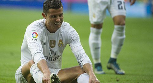 Ronaldo bị đau nhẹ, vẫn có thể gặp Man City - 1