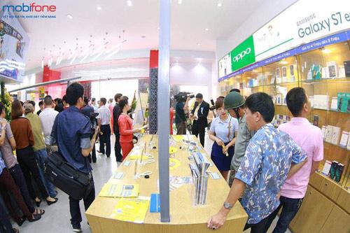 Xếp hàng dài tham gia chương trình nhận iPhone 6s giá 0 đồng - 3