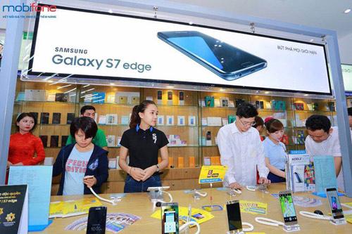 Xếp hàng dài tham gia chương trình nhận iPhone 6s giá 0 đồng - 6
