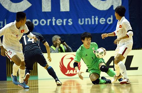 Chuẩn bị World Cup, Futsal VN nhận bài học trước Nhật - 1