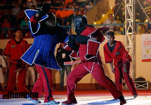 Xem múa côn, ra đòn đẹp mắt ở Liên hoan võ thuật TP HCM - 9