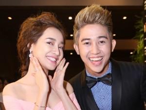 """Vắng Trường Giang, Nhã Phương """"kết đôi"""" với hot boy"""