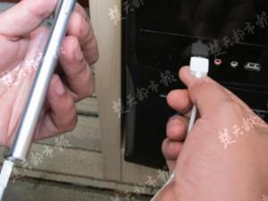 TQ: Sạc điện thoại tại cây máy tính, bị điện giật chết