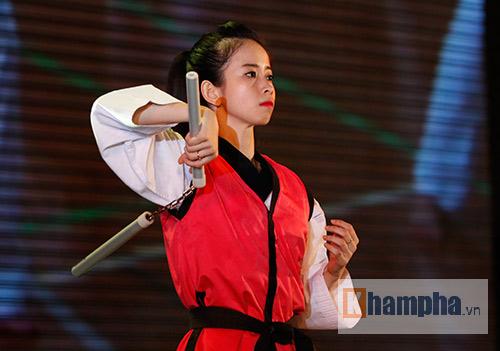 """""""Hot girl"""" Tuyết Vân tung hoành tại Liên hoan võ thuật - 2"""
