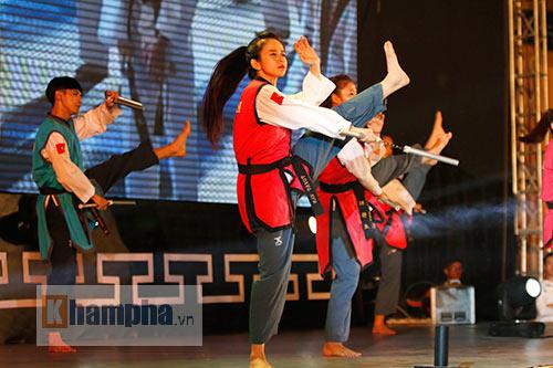 """""""Hot girl"""" Tuyết Vân tung hoành tại Liên hoan võ thuật - 4"""