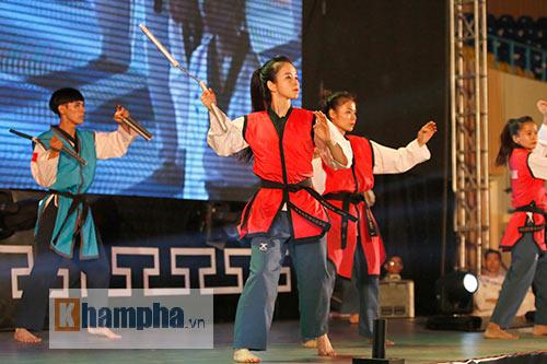 """""""Hot girl"""" Tuyết Vân tung hoành tại Liên hoan võ thuật - 5"""