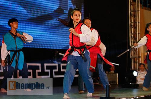 """""""Hot girl"""" Tuyết Vân tung hoành tại Liên hoan võ thuật - 6"""