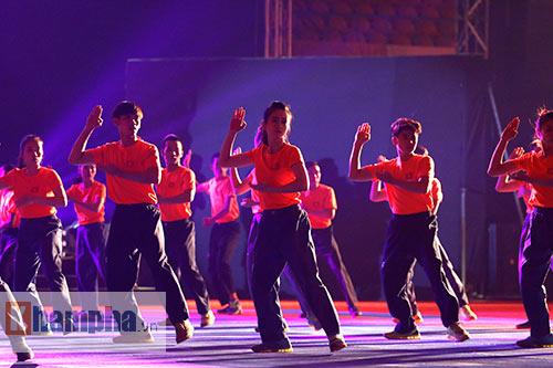 """""""Hot girl"""" Tuyết Vân tung hoành tại Liên hoan võ thuật - 9"""
