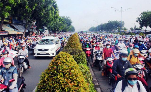 Xe máy được đi vào làn ô tô trên đại lộ đẹp nhất Sài Gòn - 3