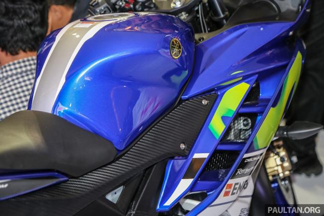 Trước đó, Yamaha đã tung ra mẫu R15 2016 với 3 phiên bản màu mới là xanh Blue Race, trắng Supernova White và xám Speed Grey.