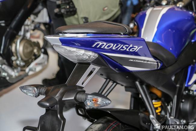 Tuy nhiên, phiên bản thứ 4 vừa có mặt tại Indonesia International Motor Show (IIMS) sở hữu màu xanh dương, màu đặc trưng của đội đua Yamaha trong giải MotoGP.