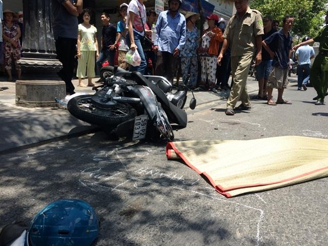 Người đàn ông đi bộ sát lề đường vẫn bị xe bồn cán chết - 1