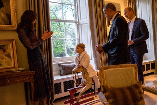 """Hoàng tử bé nước Anh mặc đồ ngủ """"tiếp"""" Tổng thống Obama - 2"""