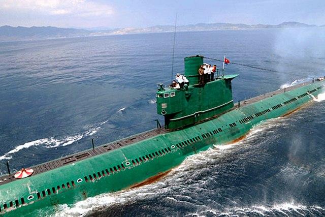 Triều Tiên bất ngờ phóng tên lửa đạn đạo từ tàu ngầm - 1