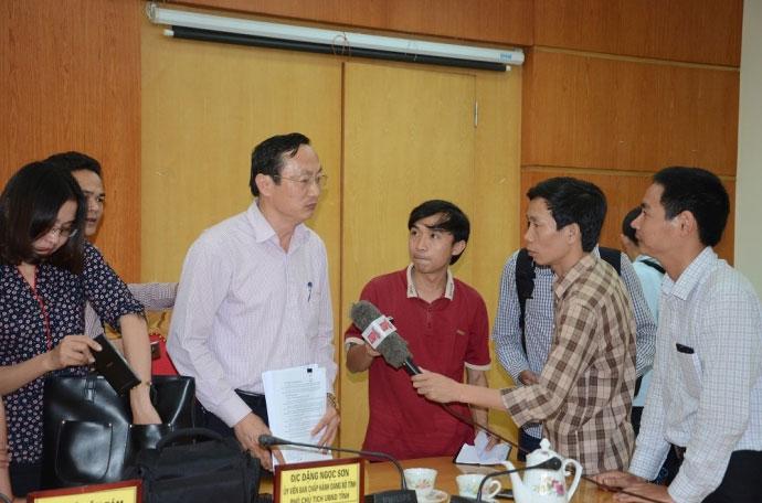 Phó Chủ tịch Hà Tĩnh: Yên tâm ăn cá, tắm biển Vũng Áng - 1