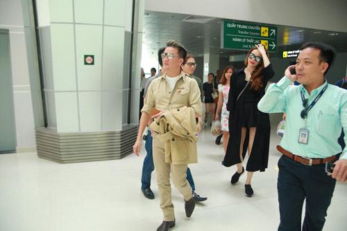 Hồ Ngọc Hà được fan chào đón ở sân bay Vinh - 3