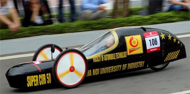 SV Việt chế chiếc xe chạy 3.000km chỉ với… 1 lít xăng - 1