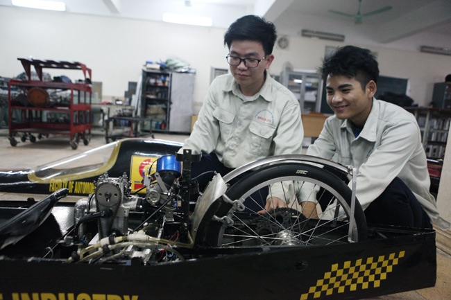SV Việt chế chiếc xe chạy 3.000km chỉ với… 1 lít xăng - 3