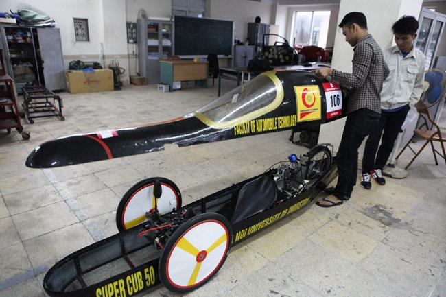 SV Việt chế chiếc xe chạy 3.000km chỉ với… 1 lít xăng - 4
