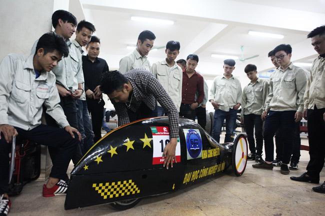 SV Việt chế chiếc xe chạy 3.000km chỉ với… 1 lít xăng - 8