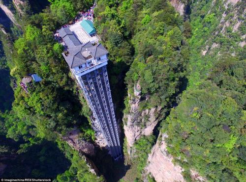 Cận cảnh thang máy đáng sợ nhất thế giới - 1
